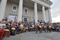 Tambours de jeu de musicien Photos libres de droits