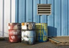 Tambours industriels de 55 gallons Photographie stock libre de droits