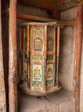 Tambours rituels tibétains avec des incantations Photos libres de droits