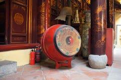 Tamburelli in tempio di Bach mA, Hanoi, Vietnam Fotografia Stock
