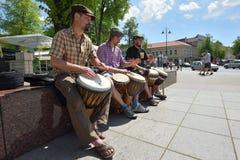 Tamburi del gioco del musicista Immagini Stock Libere da Diritti