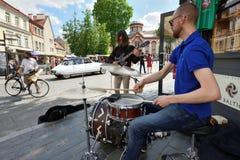 Tamburi del gioco del musicista Immagini Stock
