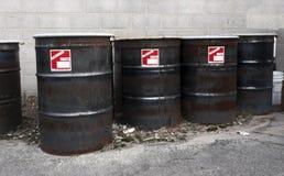 Tamburi dell'olio di Bio--rischio fotografie stock