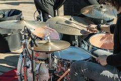 Tamburi musicali: mani con i bastoni di legno Fotografia Stock Libera da Diritti