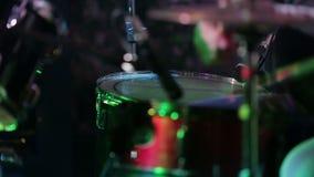 Tamburo al concerto in scena stock footage