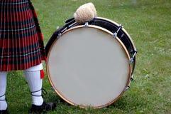 Tamburo basso scozzese in bianco Fotografia Stock Libera da Diritti