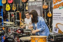 Tamburo Demo Performance del negozio di musica Fotografia Stock
