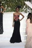 Tami Williams camina la pista en el desfile de moda de La Perla Imagen de archivo libre de regalías