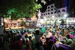 Tamilnadu la India del festival del templo del pueblo imagen de archivo