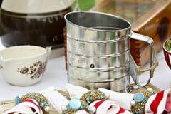 Tamis de farine sur le Tableau Photographie stock libre de droits