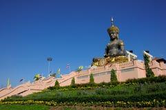 Tammaracha Buddha på Phetchabun, Thailand royaltyfri bild