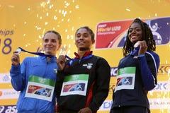 TAMMERFORS FINLAND, Juli 12: ANDREA MIKLOS ROU segersilver, guld för HIMA DAS Indien, TAYLOR MANSON USA bronsmedalj i 400 metrs arkivfoton