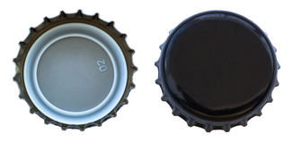 Tampão de garrafa preto isolado do metal ambos os lados Fotos de Stock Royalty Free