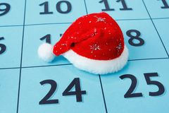 Tampão de Santa Claus no calendário Fotos de Stock