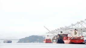 TAMPÃO JACKSON, NYK ARTEMIS e KOTA EKSPRESS dos navios de carga Foto de Stock