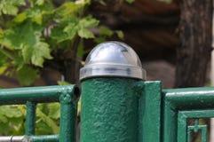 Tampão metálico em uma coluna do metal foto de stock royalty free