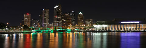 Tampa Bay horisont på natten Royaltyfri Foto