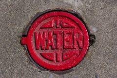 Tampa da água vermelha Foto de Stock Royalty Free