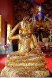 Tampa despercebida da Buda pela folha de ouro no salão da classificação em Nonthaburi, em dezembro de 2018 foto de stock