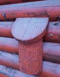 Tampa do condicionamento de ar de uma casa de campo do log Imagens de Stock Royalty Free
