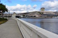 Tampa, Flordia, los E.E.U.U. - 7 de enero de 2017: Tampa Convention Center imagenes de archivo