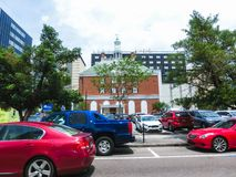 Tampa, Florida, Estados Unidos - 10 de maio de 2018: A rua e os carros na baixa de Tampa, Florida, Estados Unidos Imagem de Stock