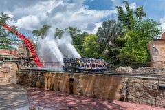 TAMPA, LA FLORIDE - 5 MAI 2015 : Attractions en jardins Tampa Bay de Busch florida Arrosez l'éclaboussure images stock