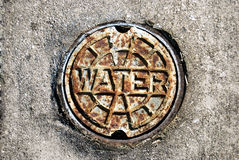 Tampa oxidada da válvula da água Fotos de Stock Royalty Free