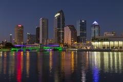 Tampa-Skyline bei Sonnenuntergang Stockfotos