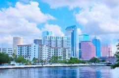 Tampa-Skyline, wie von Davis Island angesehen lizenzfreie stockfotos