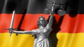 Tampa sobre a lei Estátua do deus de justiça Themis com a bandeira do fundo de Alemanha Estátua original de justiça Femida, com e Imagem de Stock Royalty Free