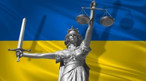 Tampa sobre a lei Estátua do deus de justiça Themis com a bandeira do fundo de Ucrânia Estátua original de justiça Femida, com es ilustração do vetor