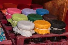 Tampas coloridas do frasco da tela na caixa vermelha Fotos de Stock Royalty Free