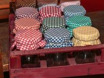 Tampas coloridas do frasco da tela na caixa vermelha Imagem de Stock Royalty Free