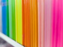 Tampas de arquivo coloridas na biblioteca no arquivo Foto de Stock Royalty Free