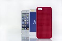 Tampas e telefone celular do telefone celular de Colorfull Fotos de Stock Royalty Free