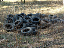 Tampas velhas do pneu. imagem de stock
