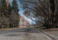 Tampere, Finnland, Bahn im Park, der zu die Kathedrale von Tampere führt Stockfotografie