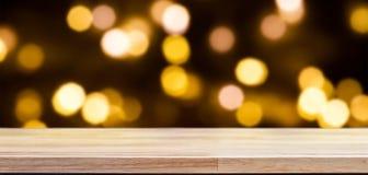Tampo da mesa de madeira no fundo do bokeh das luzes Foto de Stock Royalty Free