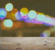 Tampo da mesa de Ood no fundo abstrato com luzes e sombra defocused do bokeh Imagem de Stock