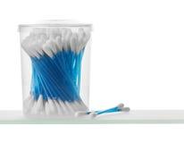 Tampons de coton sur la fin d'étagère  Image libre de droits