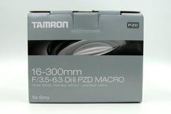 Tamron 16-300m m f/3 5-6 caja de la venta al por menor de 3 di ii Foto de archivo