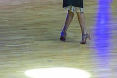 Tanów pojęcia Zbliżenie nogi Fachowy Żeński tancerz Zdjęcie Stock