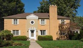 Tan Brick House assimétrica Imagem de Stock Royalty Free