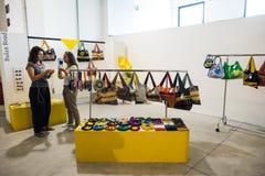 Tan exposición tan crítica de la moda en Milán el 20 de septiembre de 2013 Imágenes de archivo libres de regalías