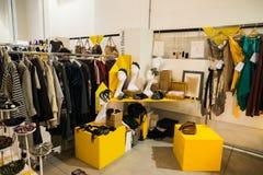 Tan exposición tan crítica de la moda en Milán el 20 de septiembre de 2013 Imagenes de archivo