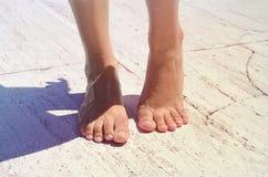 Tan Füße der Frauen Stockfoto