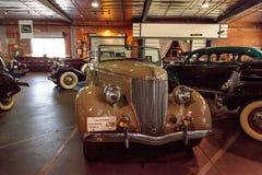 Tan 1936 Ford Roadster stock afbeeldingen
