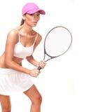 Tan-Frau in der weißen Sportkleidung und im Tennisschläger Stockfotografie