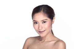 Tan Skin Female Model con el Mak limpio de la moda de la mirada de la belleza natural Fotos de archivo libres de regalías
